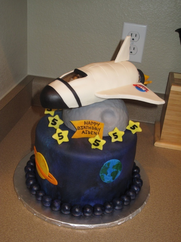 17 best astronaut party images on pinterest astronaut for Cake decorations outer space