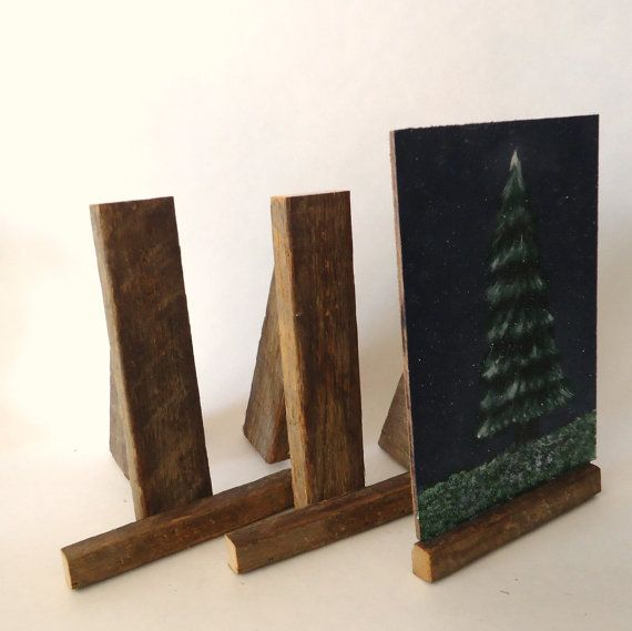 Rustic table top display easels. Looks super easy and I like the reclaimed - rustic look.