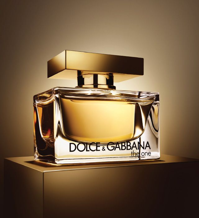 The One is a modern interpretation of oriental fragrances characterized by fresh bergamot and mandarin. Discover women's perfume on Dolce & Gabbana.