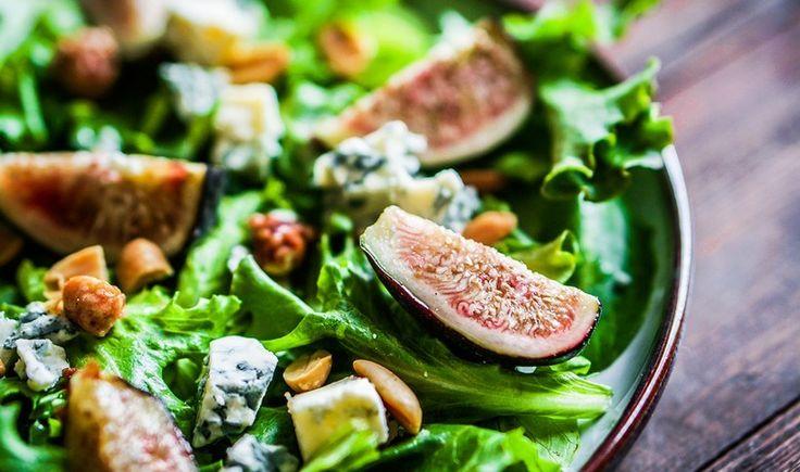 Πράσινη σαλάτα με σύκα, καρύδια και blue cheese