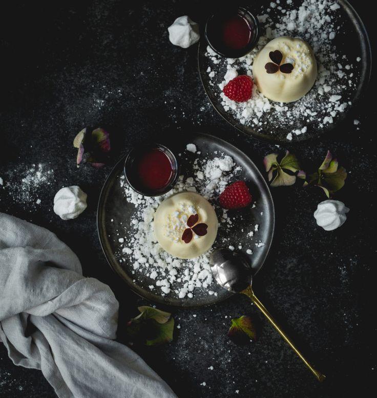 Hej! Dags att avsluta nyårsmenyn med en frisk ochsöt efterrätt. Vad sägs om citronglass med hallon och maräng? En perfekt kombination och en dessert som går att förbereda långt i...