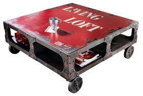 Op zoek naar een industrieel, kleurrijk en zeker opvallende salontafel? Deze rode metalen industriële salontafel  geeft een uniek effect aa...