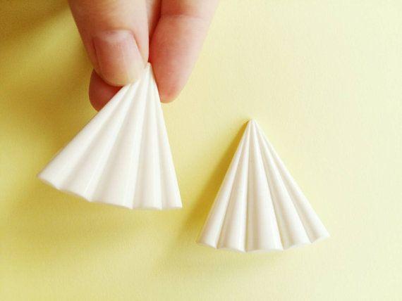 Boucles d'oreilles vintage à pince triangle par Lechapeaumagique