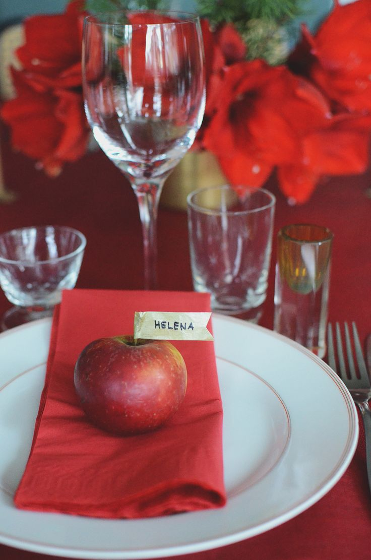 röd juldukning, dukning, dukningstips, table setting, christmas setting, table setting,