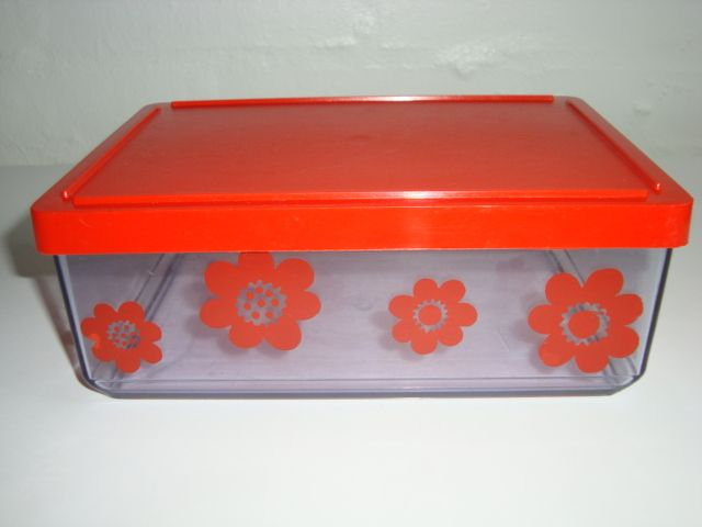 Erik Kold Plast Danish design retro box from the 60s and 70s. H: 8 cm 15 x 20,5 cm. #trendyenser #Kold #plastic #box #60s #70s #plast #plastik #boks #Danish #design #retro #kitchenware. From www.TRENDYenser.com.  SOLGT.