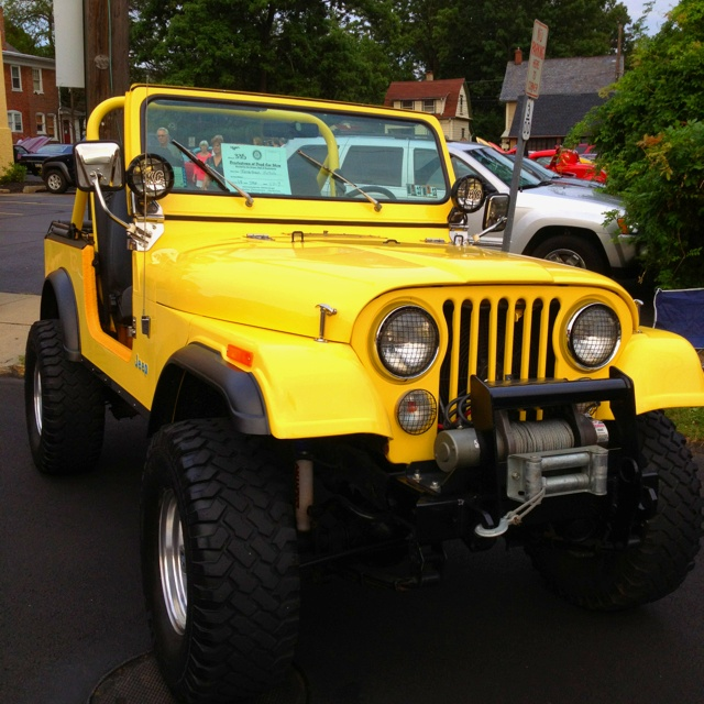Nice CJ-7. Looks like our jeep we owned in HI