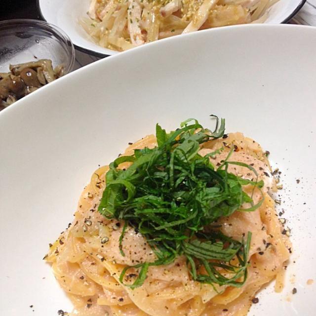 スパゲティ作りながら思い出す。そういえば今日…お昼たらこ丼だったって…魚卵DAY。まあいいやw - 9件のもぐもぐ - たらこスパゲティ ヤーコンと鶏ハムのサラダ きのこのサラダ by Shiho Hashimoto