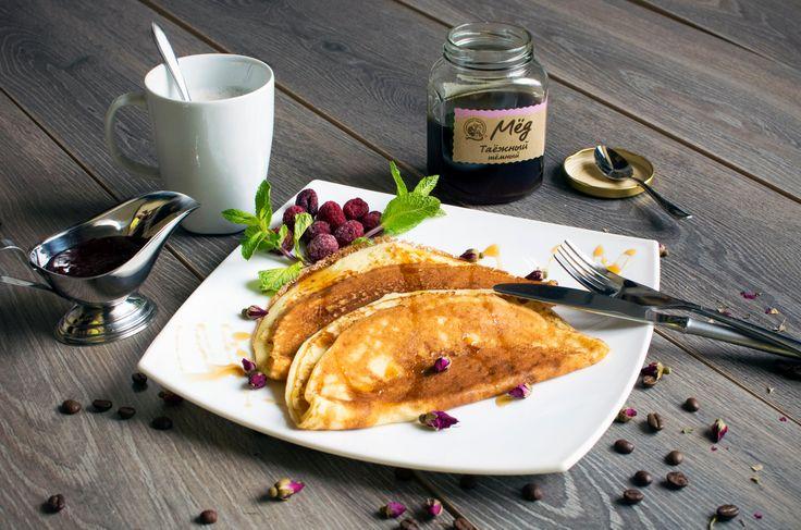 завтрак++-+Блины+с+медом+и+малиной.