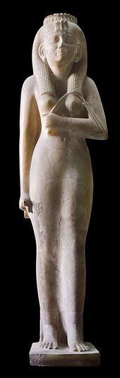 Estatua esculpida en alabastro de la adoratriz AMENIRDIS I descubierta por el egiptólogo francés Auguste Mariette  dentro de una pequeña capilla del TEMPLO DE KARNAK. Dinastía XXV (747 a 664 a.C) a finales del Tercer Período Intermedio. Museo Egipcio de El Cairo.