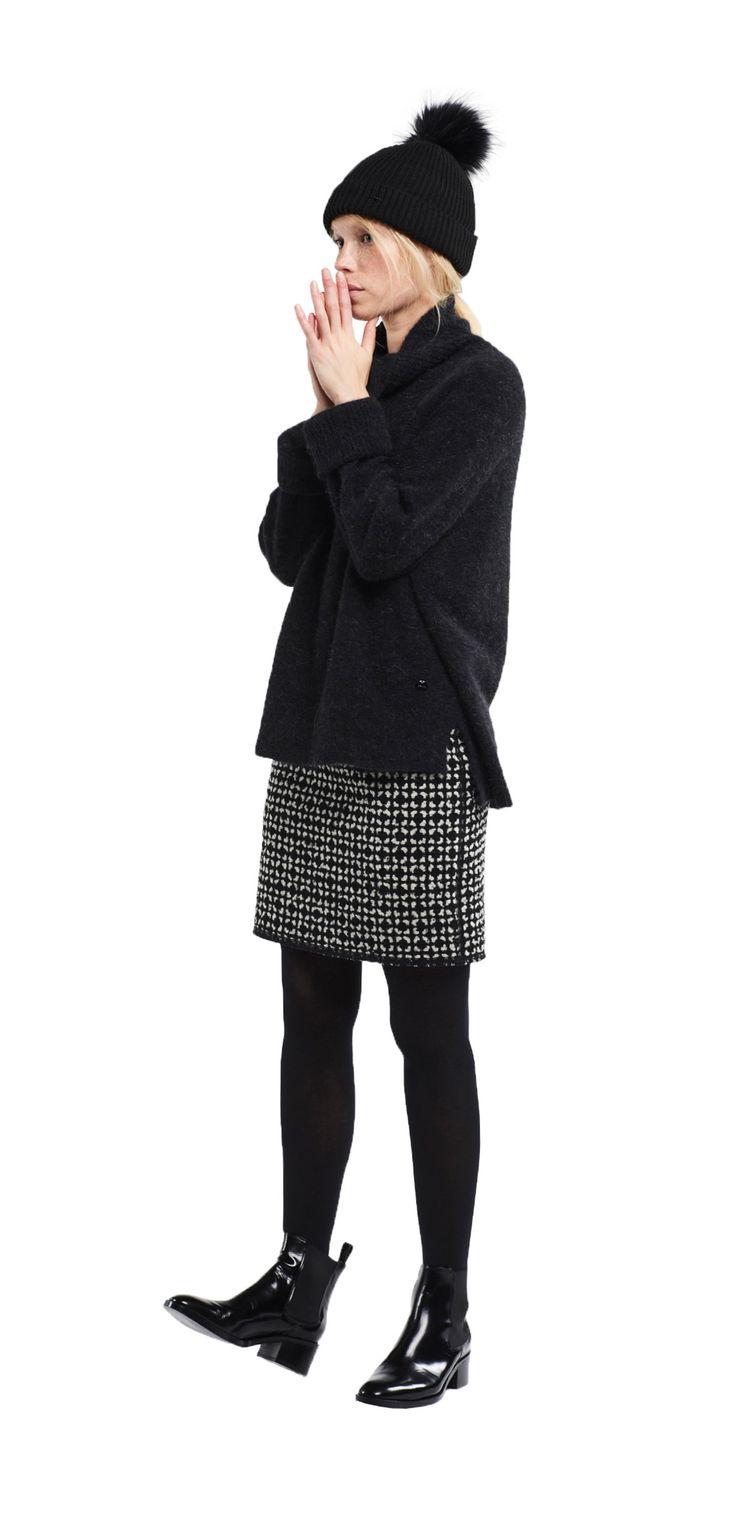 Damen Outfit Rock Kombination von OPUS Fashion: schwarze Mütze, schwarzer Pullover, schwarzer Rock