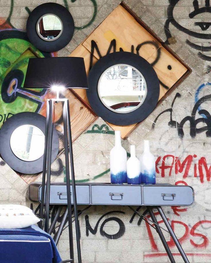 Lola - Round Wall Mirror, Large Black Frame | MirrorDeco