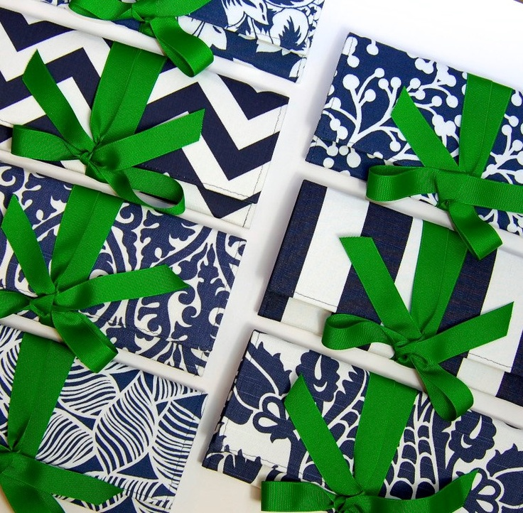Navy blue and white bridesmaid clutches with emerald green bows.