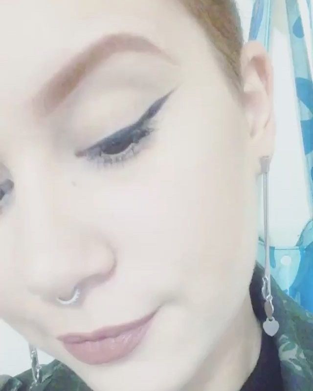 A simplicidade de um delineado �� + details ✨ #arielmainardi #delineado #eyeliner #makeup #maquiagem #makeupartist #maquiadora #universodamaquiagem_oficial #universodamaquiagem_official #redhead #redhair #redhairdontcare #ginger #gingers #piercing #piercings #pierced #septumpiercing #septum #ruiva #mac #maccosmetics #fluidline #makeupaddict #makeupjunkie #maquiagemx #makeupgeek #makeuplook #makeuplover http://ameritrustshield.com/ipost/1551568096824406180/?code=BWIRvaoDDCk