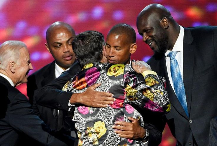 Vice President Joe Biden and former NBA players Charles Barkley, Reggie Miller, and Shaquille O'Neal (l. to r.) congratulate Craig Sager as he receives the ...  #sagerstrong #craigsager #trending #trend #jacket #suit #bespoke #colorful #cancer #sidelineforsager #nba #sports #reporter #sideline #tntsports #baseball #ihatecancer #turnersports #nbatv #life #nbaontnt