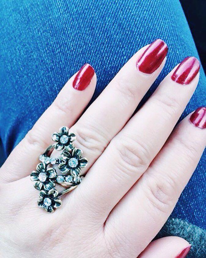 "46 mentions J'aime, 2 commentaires - 🎀Blogueira🎀 (@lena__gomes) sur Instagram: ""#unhaslindas #unhas#vernizes #vernis #esmalte #anel #bijoux #bijoux #jewellery #jewelry #stylelife…"""