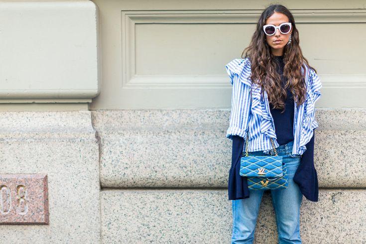 La blogger italiana Erika Bodlrin con uno dei trend di stagione: la camicia da portare sovrapposta (o legata) #nfw #fw16 #streetstyle