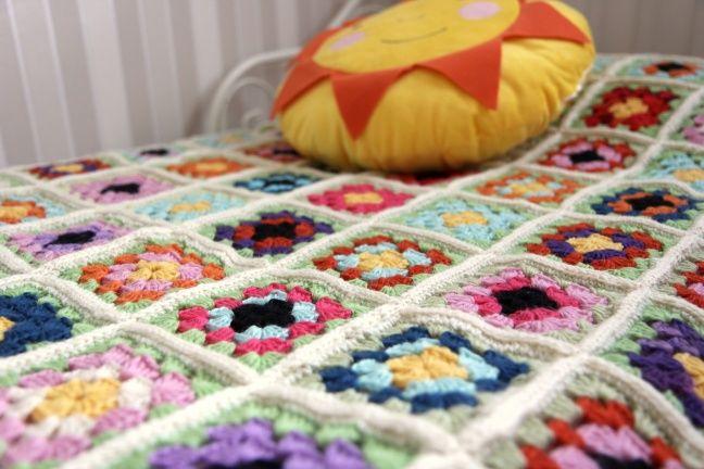 """#crochet beadspread for a #girl or #baby #DIY http://jennitamminen1.vapaavuoro.uusisuomi.fi/vapaa-aika/175128-""""ison-tyton""""-virkattu-paivapeitto"""