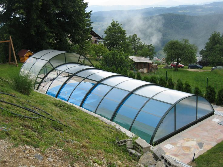COMBI pool enclosure combinates advantages of high and low pool covers.
