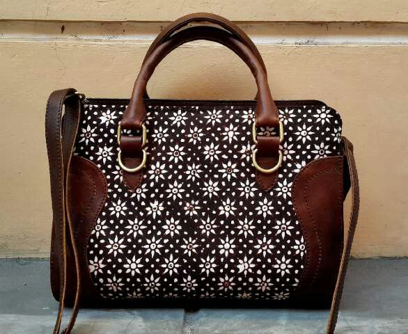 Beautiful Handbag with Javanese batik fabric it's called Truntum Motif and premiun cow leather, The fabric made by hand stamp, Made in Indonesia.