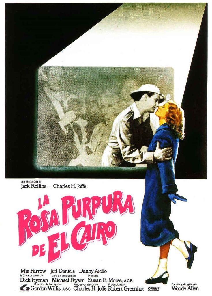 """EE.UU., Gran Depresión. Mientras Cecilia trabaja como camarera en Nueva Jersey, su marido se dedica a hacer el vago. Su única distracción es el cine, al que va una y otra vez para evadirse de la dura realidad y soñar con un mundo de champagne, trajes de noche y fiestas elegantes. Una noche, el protagonista de su película favorita, """"La rosa púrpura de El Cairo"""", se fija en ella y atraviesa la pantalla para conocerla.  Fuente: Filmaffinity #dvd #WoodyAllen"""