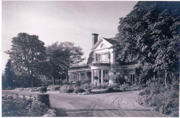 """Hengelosestraat 700 Buitenplaats """"De Tol"""" net voorbij de UT gebouwd voor N.G. van Heek naar ontwerp van G. Beltman."""