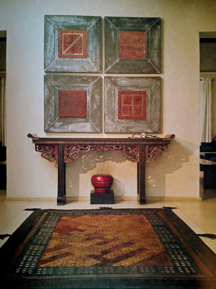 Ręcznie szyty dywan Kea i skórzane panele oprawione w ramy to niezawodny sposób na uzyskanie luksusowego wnętrza. Wymiary paneli: 40cm/40cm, Wymiary dywanu 172cm/252cm,  In Situ, Powsińska 20A Warszawa.