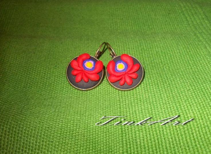 Traditional earring by http://www.breslo.hu/item/Nepi-motivumos-fulbevalo_3578#