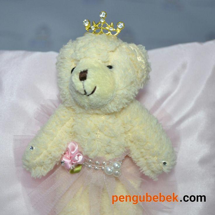 Prenses ayıcıklı tafta kumaş bebek takı yastığı. pengubebek.com ' da