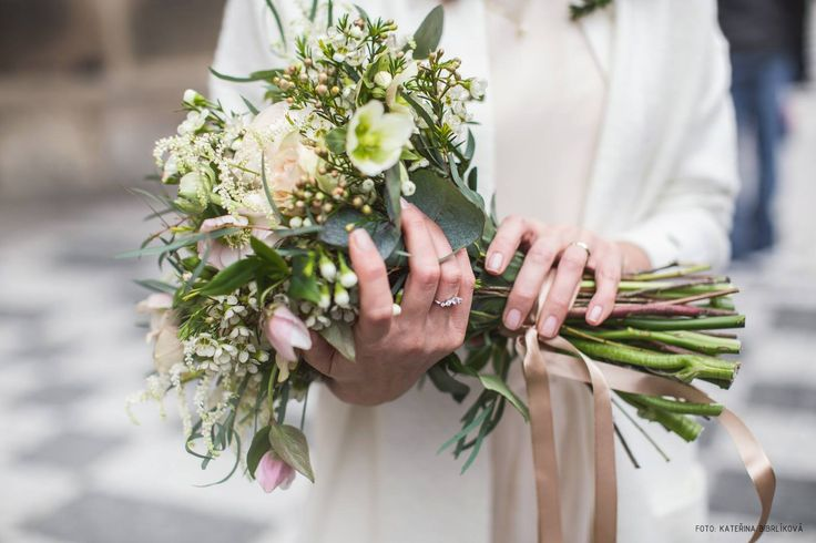winter white wedding bouquet, helleborus, chamelaucium, wax, roses, ranunculus