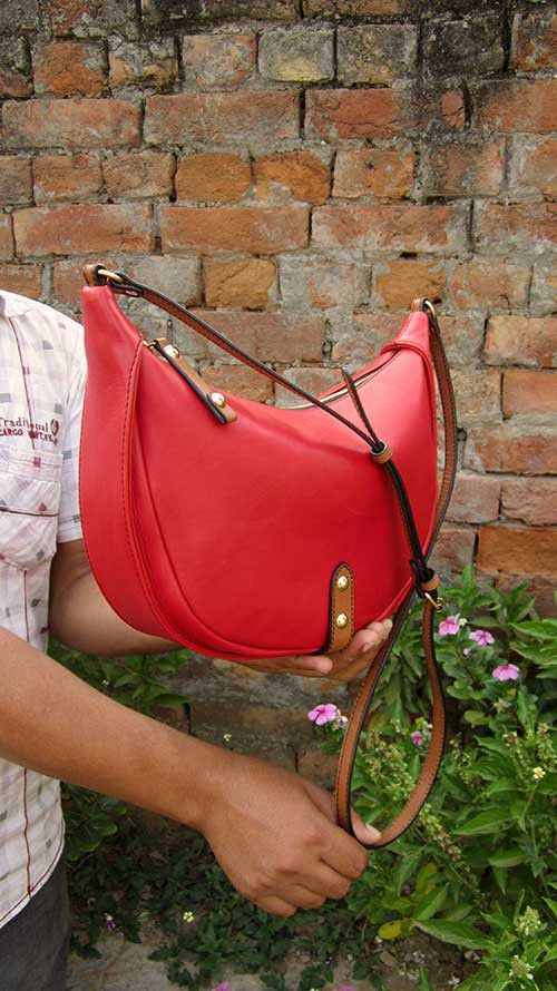 Rose Little Caro, Chiaroscuro, India, Pure Leather, Handbag, Bag, Workshop Made, Leather, Bags, Handmade, Artisanal, Leather Work, Leather Workshop, Fashion, Women's Fashion, Women's Accessories, Accessories, Handcrafted, Made In India, Chiaroscuro Bags - 3