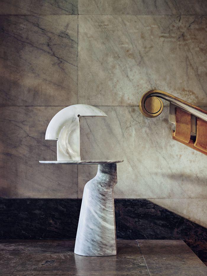 Le design italien en 8 decors exceptionnels Table en marbre Ilary, Jean-Marie Massaud (Poltrona Frau). Lampe en marbre Biagio, Tobia Scarpa, 1968 (Flos)
