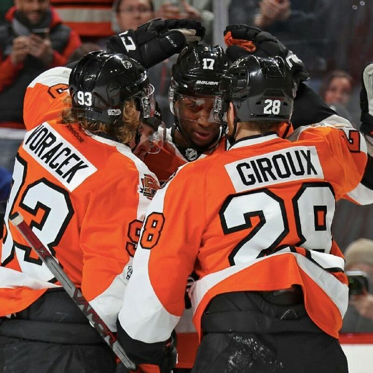 Come out to #PSP and cheer on the #PhiladelphiaFlyers in their game against the #BostonBruins! The game starts @ 1pm and we'll have $5 #wing baskets and 64 oz. #domestic #pitchers for only $8! #flyers #hockey #icehockey #phillyfans #paperstreetpub #sportsbar #pub #bestbarsphilly #manayunk #MYK #NHL #drinkphilly @smalltalkmedia