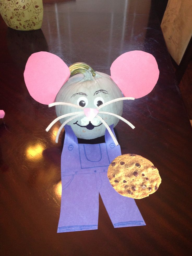 Book character pumpkin - if you give a mouse a cookie