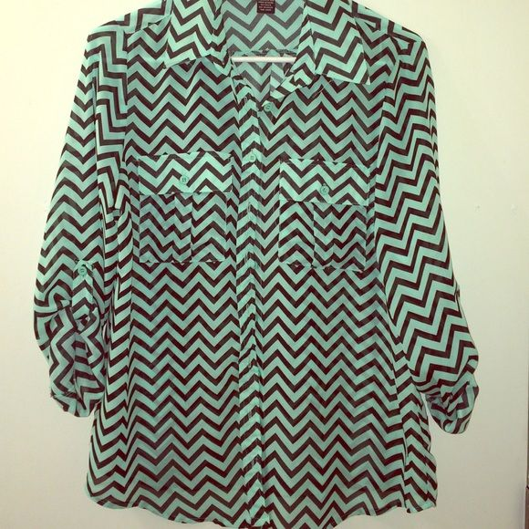 Black and teal chevron shirt Black and teal chevron shirt. Button up and has 2 pockets on front. Minimally worn and in great condition. Rue 21 Tops Button Down Shirts