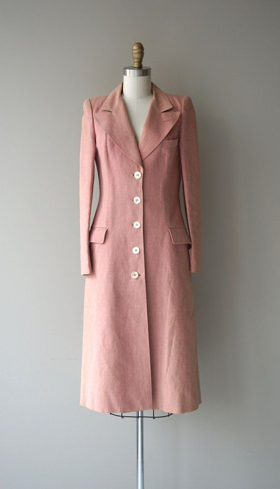 Vintage 1940s dusty pink woven twill and perhaps some wool blend lightweight coat with open lapel, flap pockets, mother of pearl buttons and pink