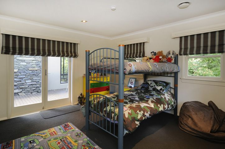 boys bedroom with 'transportation' theme