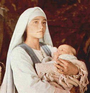 "La virgen en la pelicula ""Jesús de Nazaret"", la miniserie televisiva de Franco Zeffirelli de 1977."