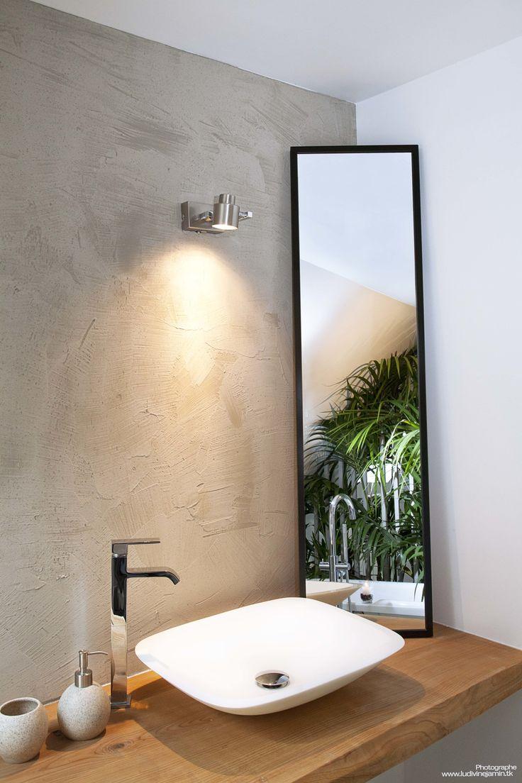 Décoration intérieur  Plan de travail bois massif  Salle de bain  Mur patiné à l'enduit