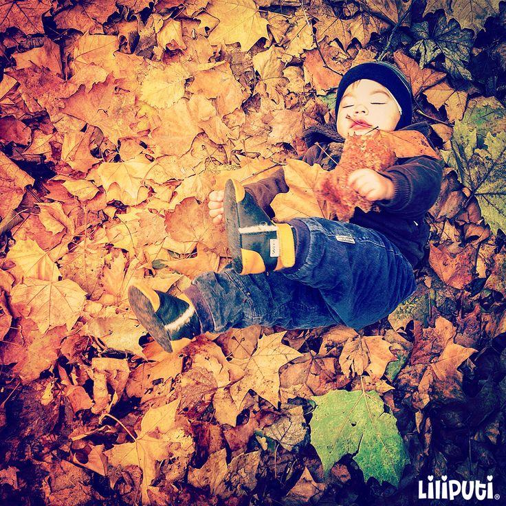 Autumn leaves #liliputistyle #softleatherbabybooties #babyboots