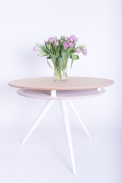 Cu un design futurist si o personalitate aparte, masa Triad este gata sa ii primeasca pe toti cei dragi la masa! Forma rotunda a blautului ofera un spatiu generos fiind ideala pentru 5 persoane. #SomProduct #inspiration #comfort #table #FamilyTime #new #design