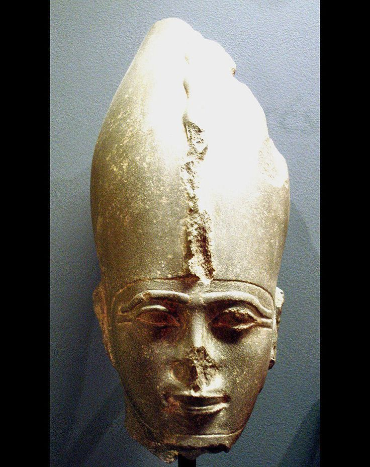"""Head of Pharaoh Psamtik III, last of the 26th dynasty, son of pharaoh Amasis II, his captivity and execution was described in Herodotus """"Histories"""" Book III sect. 14/15, Louvre Museum"""
