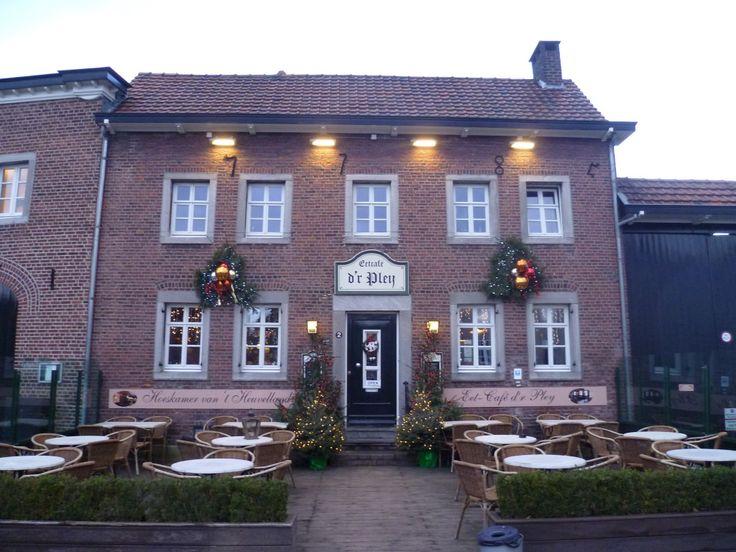 2014-01-02 Cafe D'r Pley in Noorbeek ligt mooi centraal in het dorp. Was ook onderdeel van de reclame van een Limburgs biermerk