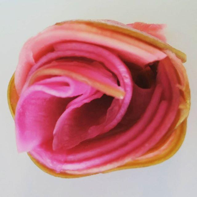 低糖質・発酵おもてなし料理教室で作る 「大根のピクルス」 バラ型にしてみたら綺麗 甘酢は甘酒とラカンとで🎵 お正月には紅白にしてみよう❤  #低糖質 #糖質オフ #発酵 #ピクルス #なます #おせち #気流life