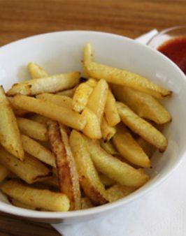 KOHLRABI-POMMES - Zutaten für 2 Personen: 1 großer Kohlrabi, 1 TL Öl, Paprikapulver, Currypulver. Hier geht's zur Zubereitung: http://behr-ag.com/de/unsere-rezepte/rezeptdetail/recipe/kohlrabi-pommes.html