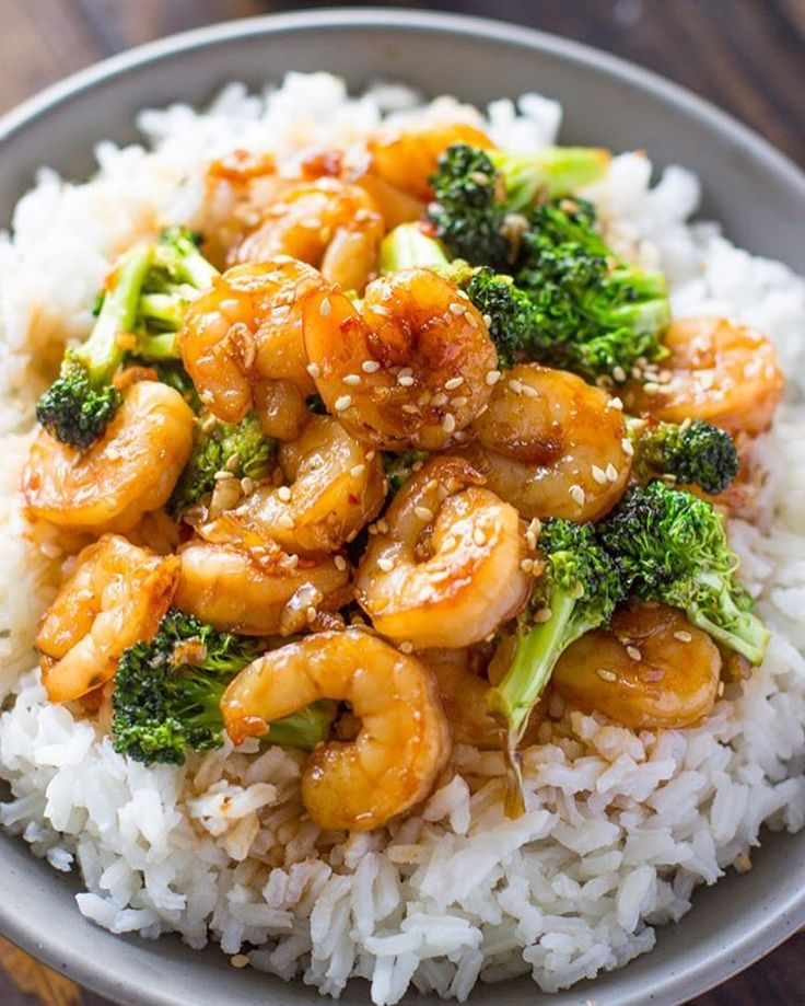 HONEY GARLIC SHRIMP AND BROCCOLI Made by @gimmedelicious . Follow her @gimmedelicious Serves: 4 INGREDIENTS 1 lb. shrimp, peeled and deveined 1 cup broccoli florets (frozen or fresh) 1 tablespoon oil Sauce 1 teaspoon garlic, minced ½ teaspoon ginger, minced 4 tablespoons honey 3 tablespoons soy sauce Try an Asian Lettuce Wraps Recipe. . INSTRUCTIONS Place broccoli florets in a small bowl, fill with a few teaspoons of water and steam in microwave for 2 minutes. Combine the sauce…