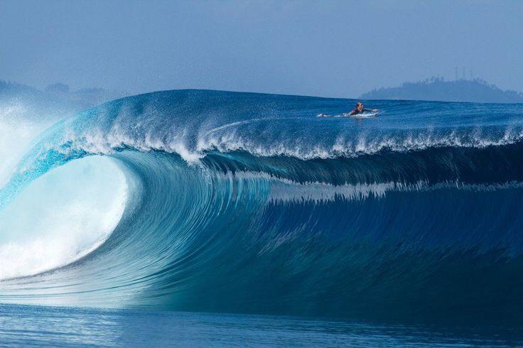 Photographer: Stuart Gibson / Athlete: Sean Woolnough / Location: Namotu Island, Fiji (© Stuart Gibson/Red Bull Illume)