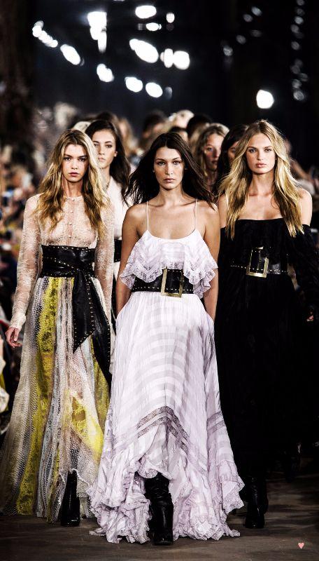 Bella Hadid ♥ Finale at Philosophy Di Lorenzo Serafini Spring 2017, Milan Fashion Week.