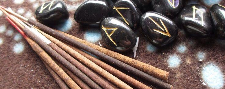 RUNAS, EL ORÁCULO MÁGICO DE LOS CELTAS Los guerreros celtas gravaban los símbolos rúnicos en sus espadas para que los Dioses les otorgasen la fuerza necesaria para enfrentarse al enemigo.