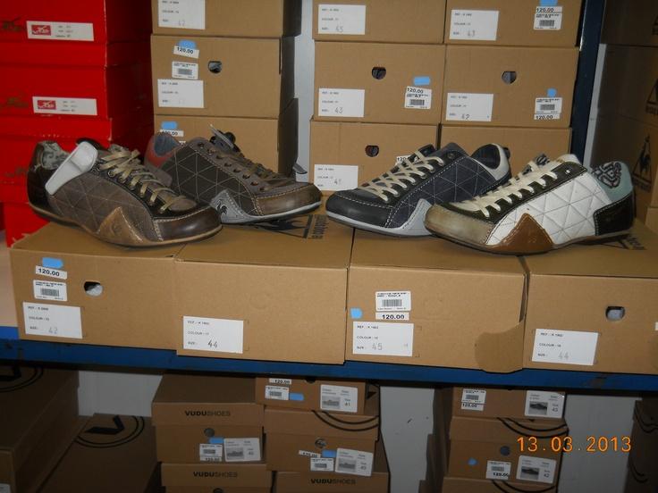 Nu îi neglijăm nici pe bărbaţi, aşadar le oferim pantofi, atât clasici, cât şi sport!