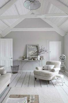 parquet légèrement usé peint en blanc, la déco dans les tons naturels, - cocooning parfait!